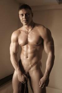 Naked Muscle Hunk Yuri Pauling