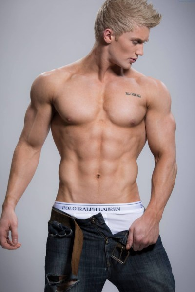 Blond Muscle Stud Zac Aynsley 1