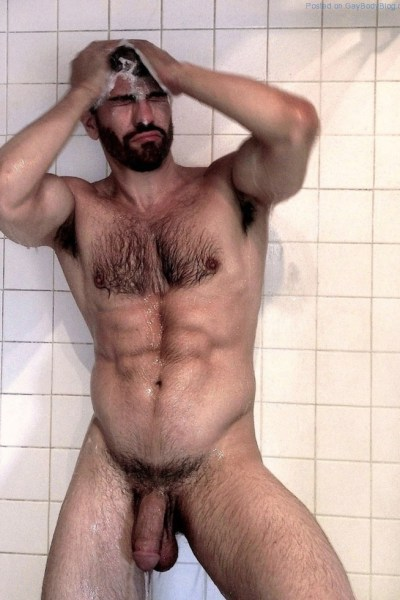 gregory-nalbone-is-the-manliest-man-naked-1
