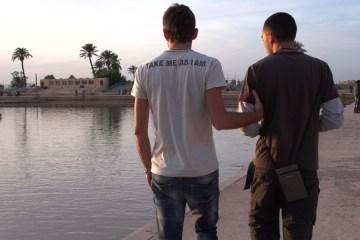 Still_Rayan-and-Seb-back
