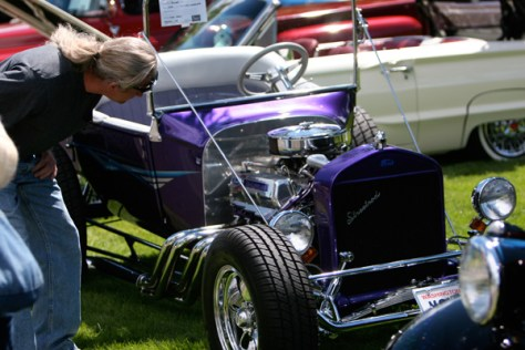 Checking out cool cars at the Coulee Cruisers' show and shine exhibit at Banks Lake Park.