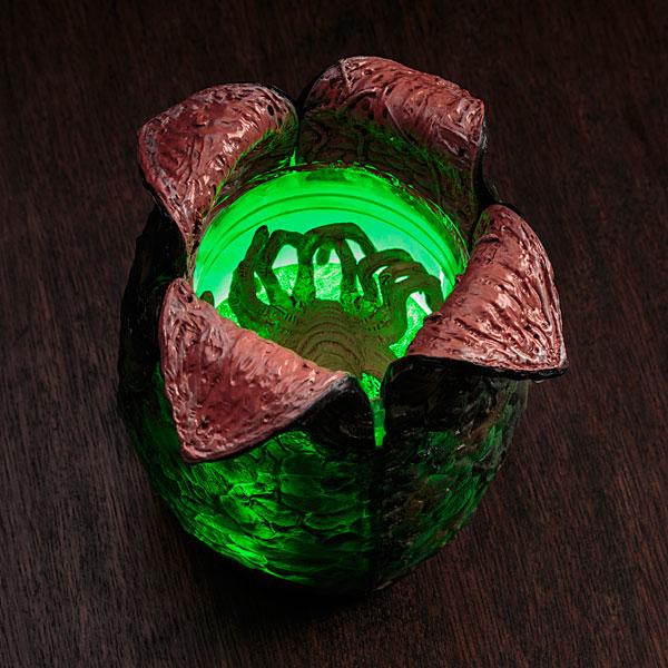 Alien Egg With Launching Facehugger - Geek Decor