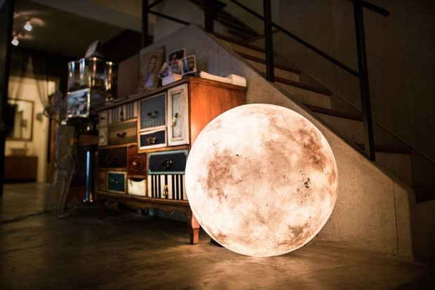 Luna: Transform Your Bedroom Into Something Out Of This World
