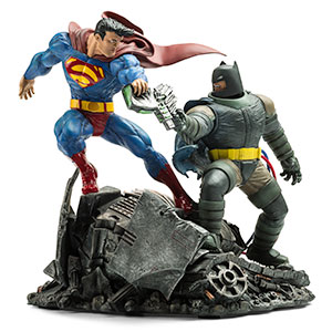 Dark Knight Returns: Batman vs. Superman Statue - Geek Decor