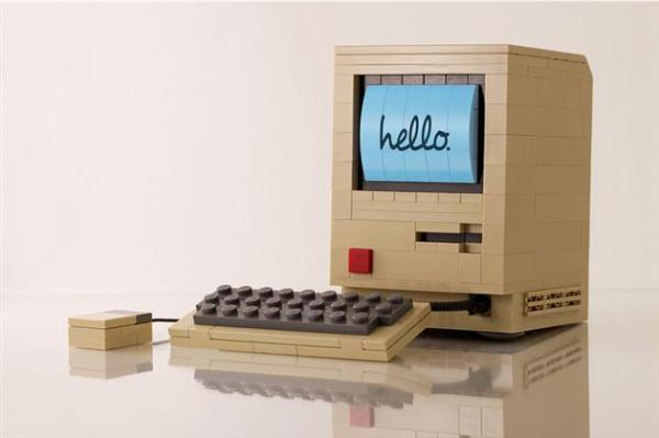 Original-Macintosh-Computer-LEGO-Replica-by-Chris-McVeigh-1