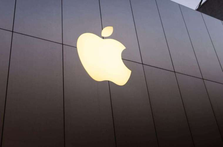 apple-logo-storefront