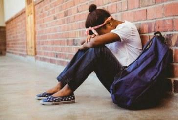 Suícidios de meninas de 17 e 13 anos reacendem debate sobre bullying em escolas na França