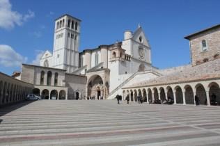 piazza chiesa san francesco umbria assisi