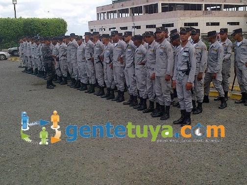 PoliciasMonumento1Ago21