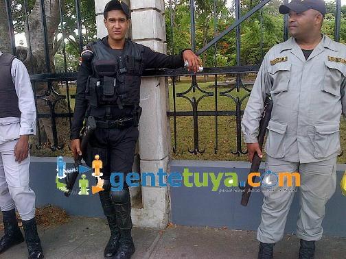 PoliciasMonumento2Ago21