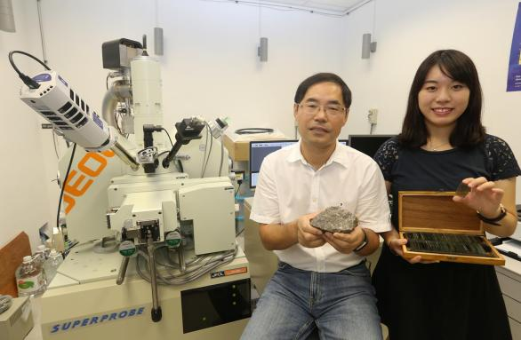 Miss Jessie Kwan Long-ching (left), under the supervision of Professor Zhao Guochun, conducts her research with the aid of the Electron Probe Micro-Analyzer (EPMA). Credit: The University of Hong Kong