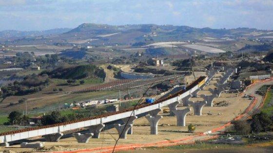 Cemento depotenziato, sequestrata parte della Agrigento-Caltanissetta