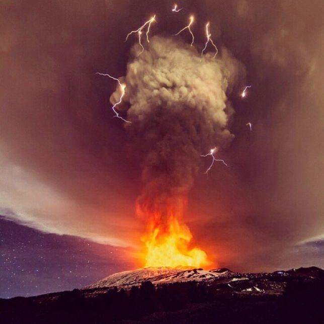 ETNA: Spettacolare e violenta eruzione. Fontane di Lava di 1 km!