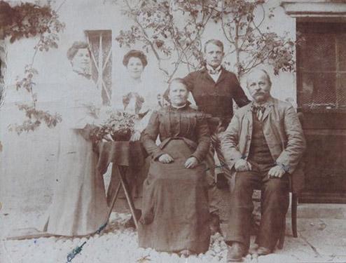 1906 – da sinistra: zia Emma, mamma Silvia, nonna Orsola, zio Attilio nonno Giacomo