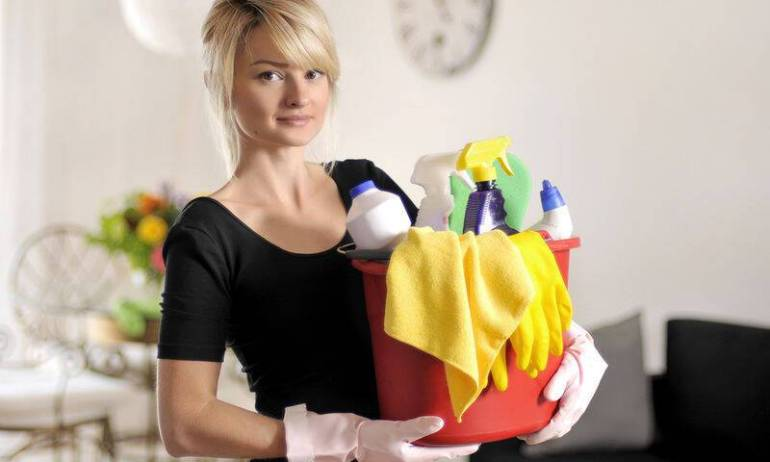 bigstock-Woman-with-detergent-78472121