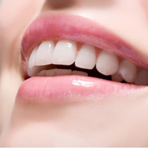 woman-wearing-lip-gloss-picture-id74409357