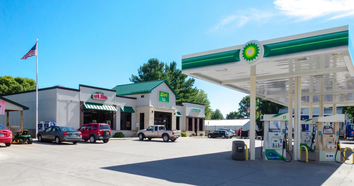 giribp-gas-station-pizza-west-liberty-outside