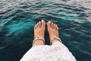 White lace dress and bare feet sandals - my Maldives honeymoon wardrobe must haves