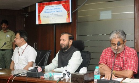 The Minister of State for Environment, Forest and Climate Change (Independent Charge), Shri Prakash Javadekar launching the web-based integrated waste management system, in New Delhi on May 09, 2016.