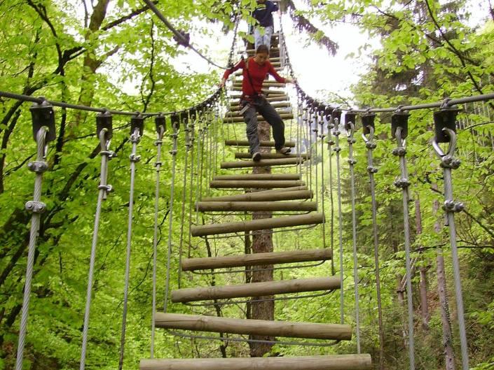 grimpe dans las arbres a barcelonnette en ubaye