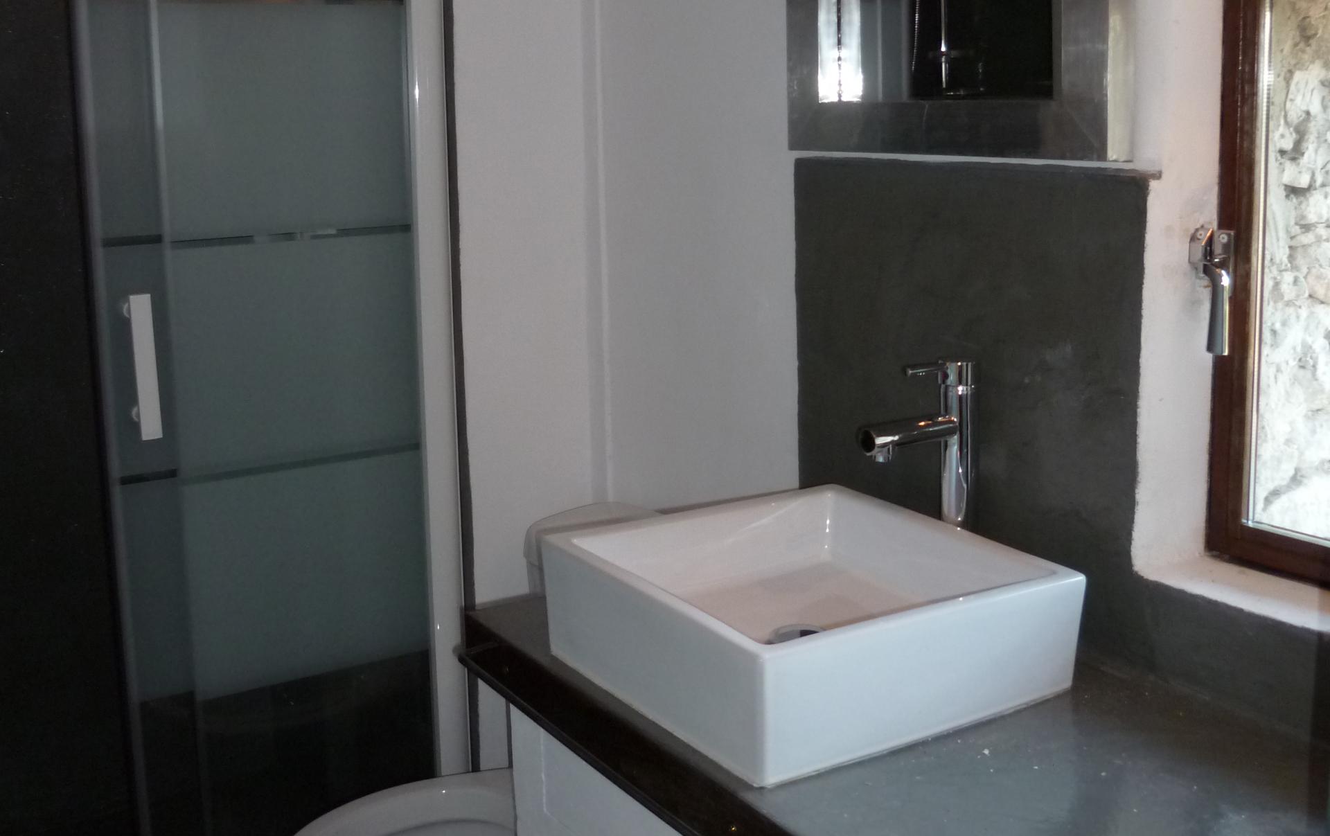 La salle d'eau / toilette à l'étage