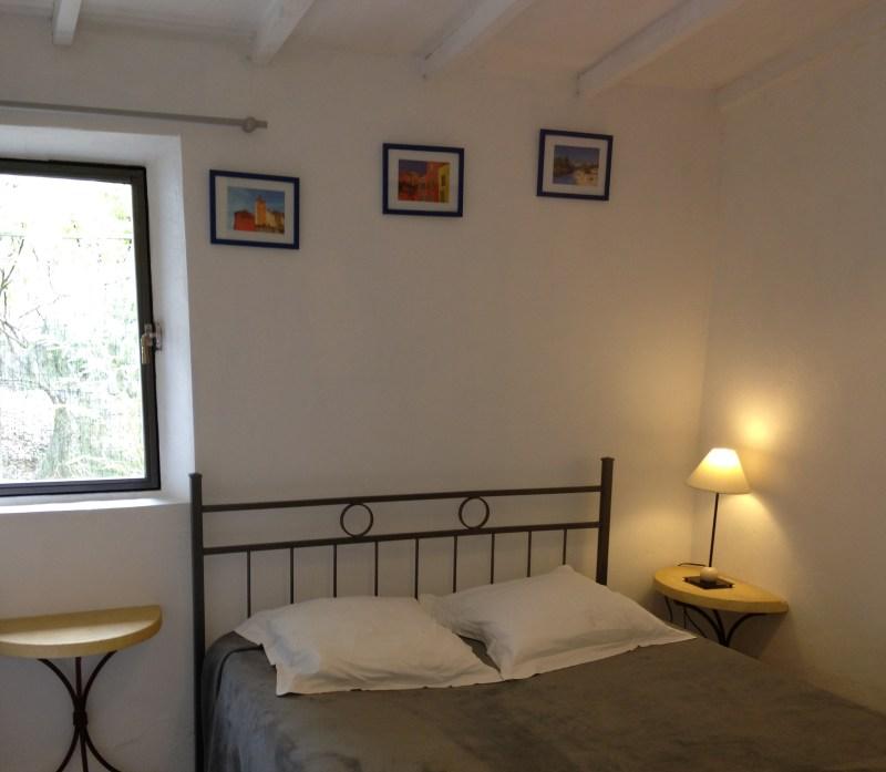 chambre n°2 avec vue sur les collines et sdb + wc séparés attenants
