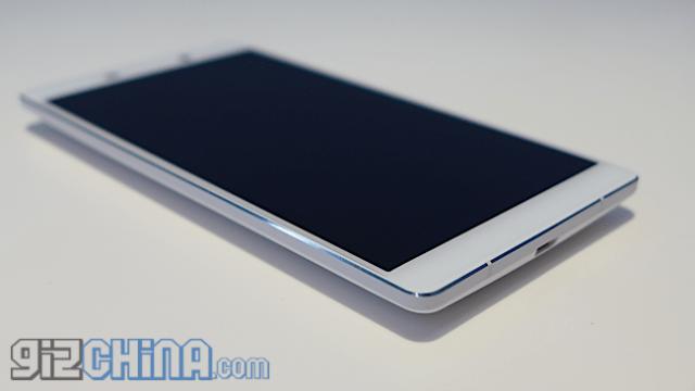 "IUNI U3/ écran 2K 5,5"", SnapDragon801, 3GB Ram, 32GO -> $325 ! L1040759"