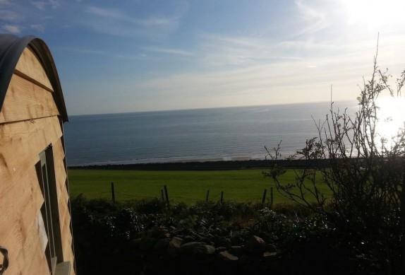 glamping-north-wales-the-farm-hut-gwynedd-6-574x389