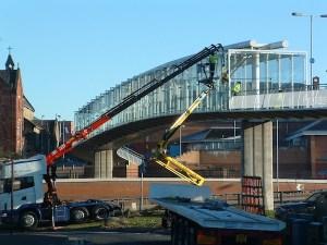 Glass lifting bridge glazing