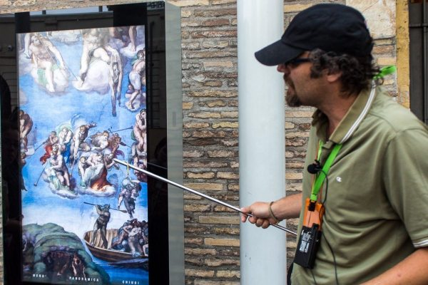 city wonders guide in vatican museum