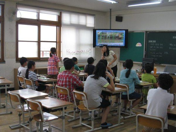 Lianne teaching English in South Korea