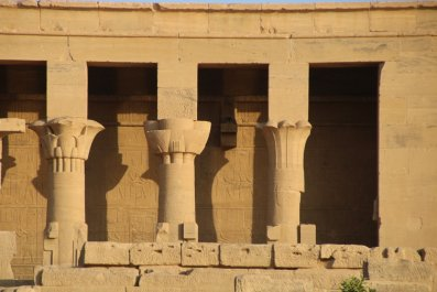 Columns featuring papyrus and lotus flowers.
