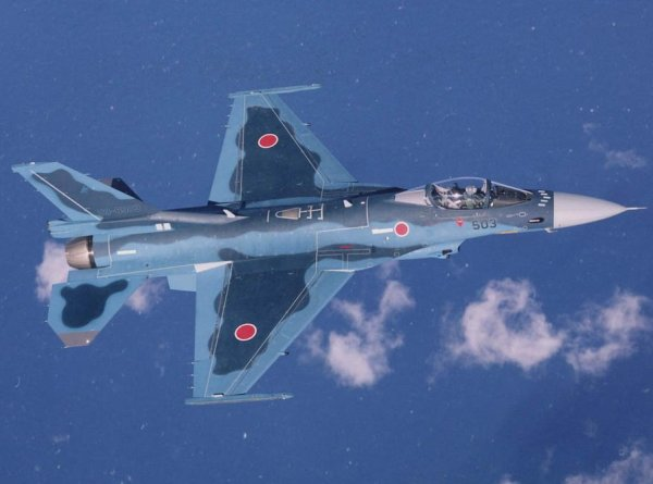 Mitsubishi F-2 fighter aircraft