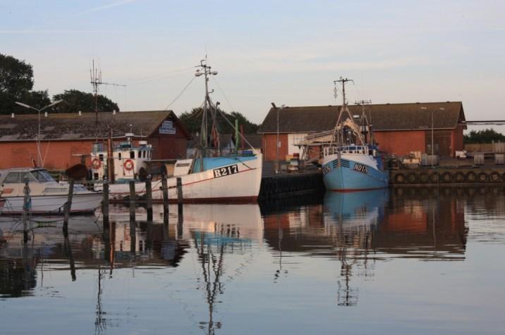 Bateaux dans le port de Klintholm Havn - île de Møn - Danemark
