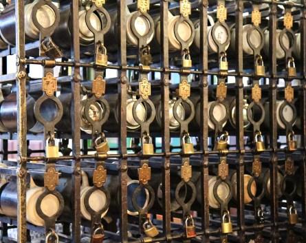 ... hier wird noch aus Steinkrügen Bier getrunken (Photo: Werner Boehm)