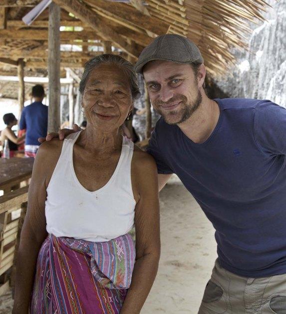 Martin Hoch mit Herminia Aguilar, der Besitzerin des Strandes
