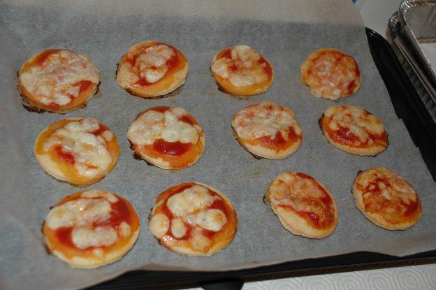 Pizzette con mozzarella
