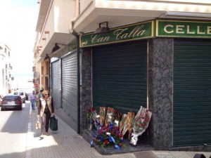 flower-homages out side the store owned by Tito Vilanova's parents.