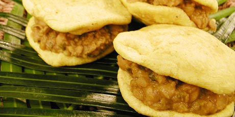 Famous doubles with chickpeas