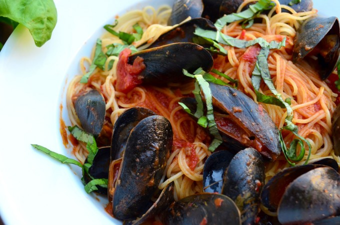 Mussels Marinara- a spicy pasta sauce with mussels and angel hair ...