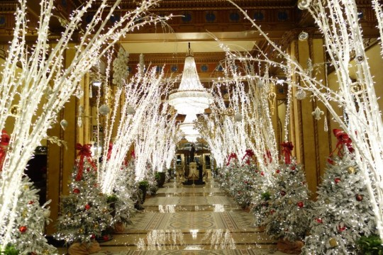 waldorf wonderland lobby, roosevelt hotel new orleans, new orleans holiday, holiday decorations