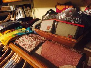 wallet shelf