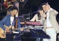 南こうせつのコンサートに出演した安倍晋三首相