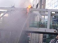 新宿駅南口で起こった焼身自殺未遂事件