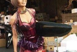 最上もが 築地でマグロ……!!けしからんコスチューム姿で胸元&美脚を披露