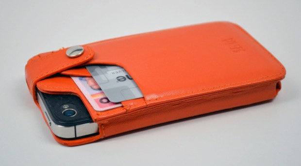 Sena WalletSlim iPhone 4S Wallet Case Review - back with card