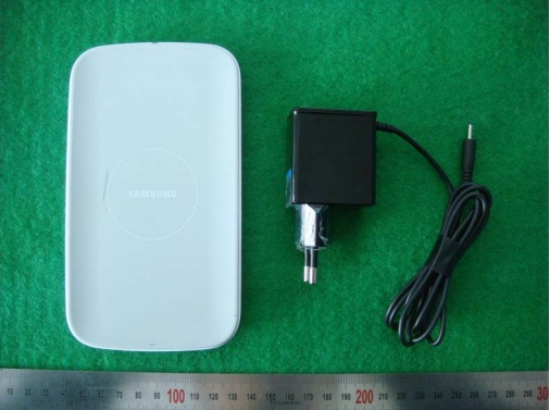 Samsung-Galaxy-S4-wireless-charger-qi-91