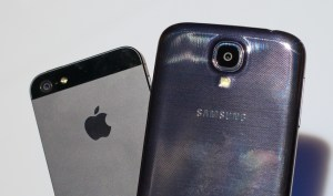 Samsung Galaxy S4 vs iPhone 5 - Battle for the Best Smartphone.