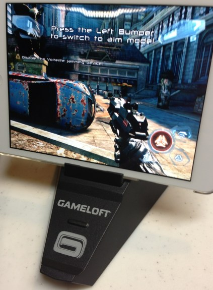 gameloft duo gamer stand