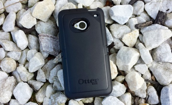 This OtterBox Defender Series HTC One case offers protection from drops.